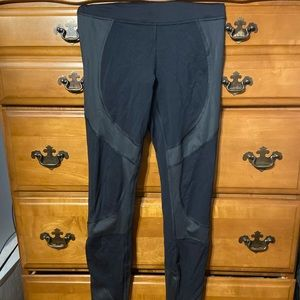 LULU LEMON leggings, size 2